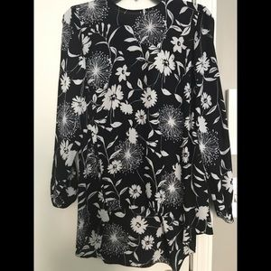 NWT size XS Vince Camuto floral blouse
